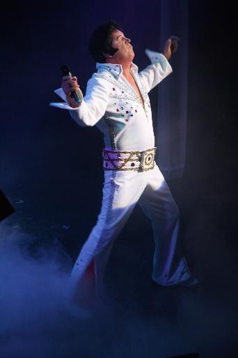LIVE on stage – Tony Skingle is Elvis (Elvis Tribute)